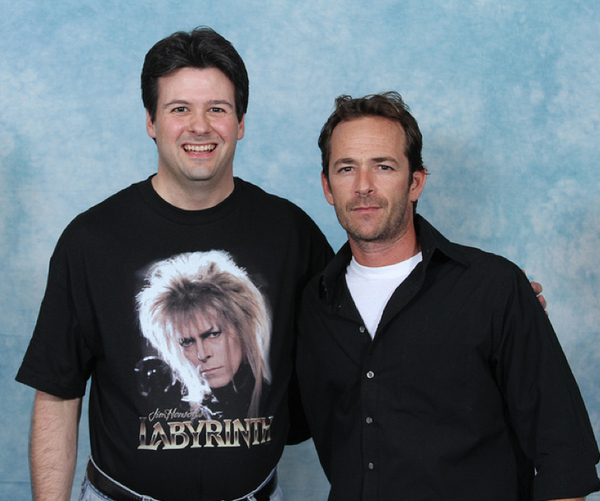 luke-perry-poses-with-nerds photo_8162_0-3