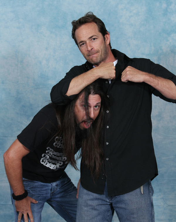 luke-perry-poses-with-nerds photo_8164_0