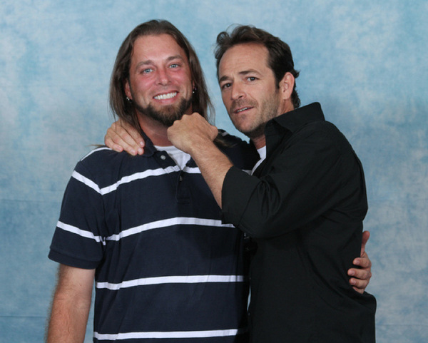 luke-perry-poses-with-nerds photo_8166_0-3