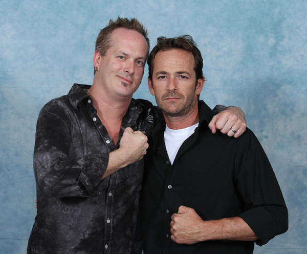 luke-perry-poses-with-nerds photo_8166_1