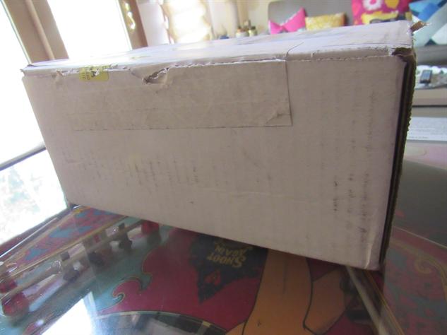 nes-classic-box nes-classic-unboxing-2