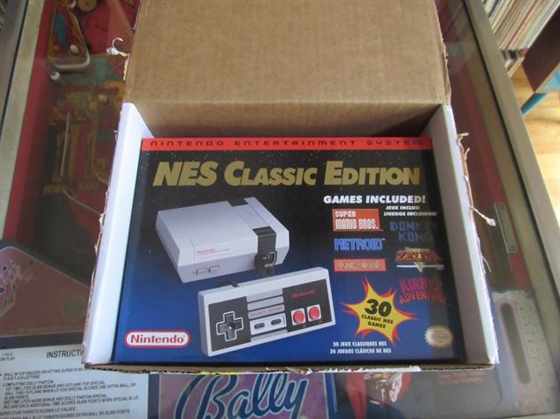 nes-classic-box nes-classic-unboxing-4