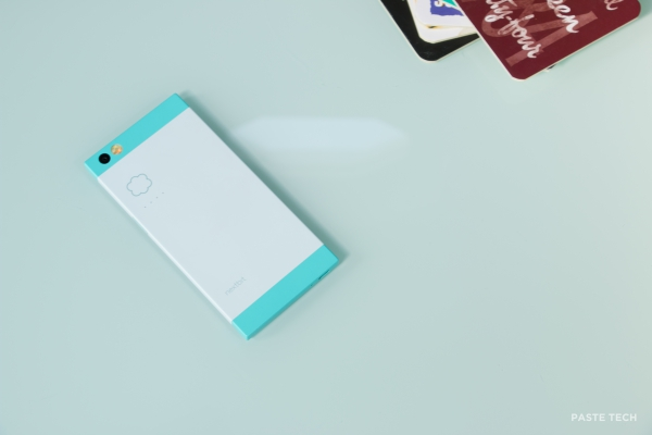 nextbit-robin-hands-on robinback4