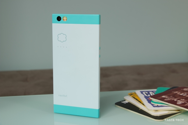 nextbit-robin-hands-on robinstanding3