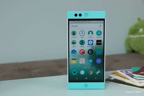 nextbit-robin-hands-on robinstanding4