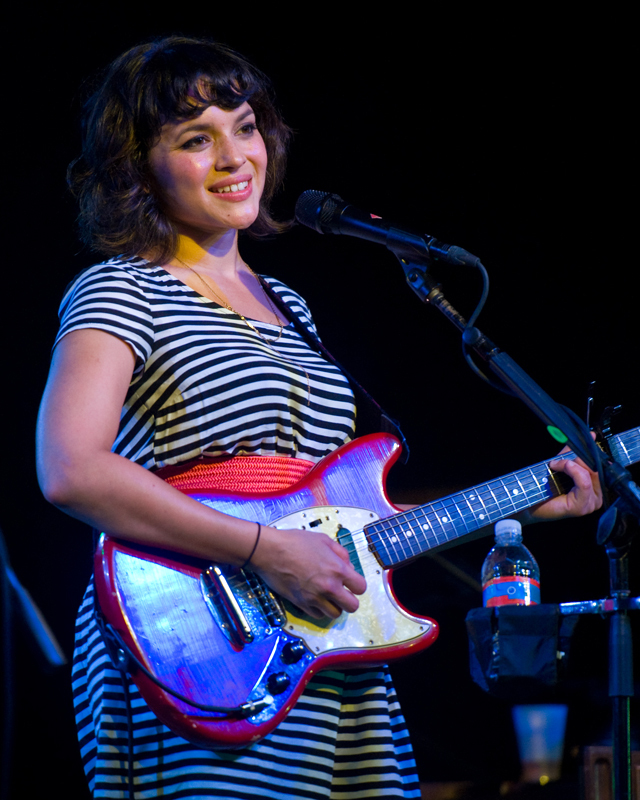 norah-jones photo_12922_0-4