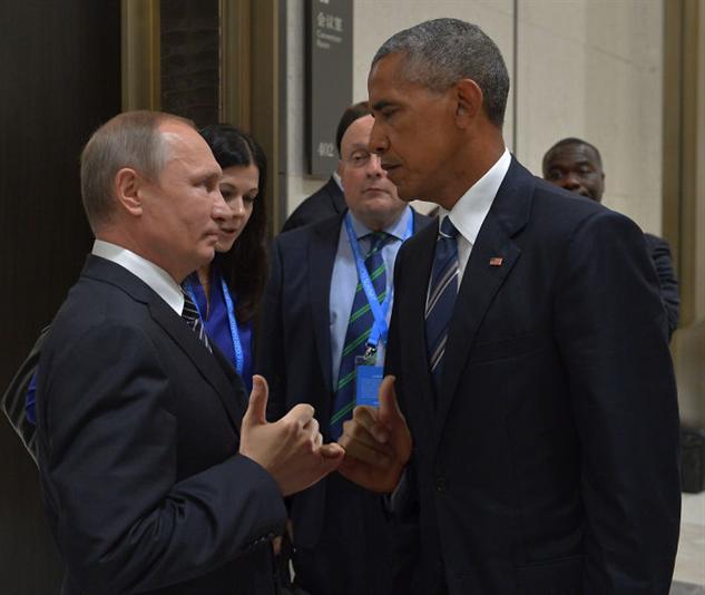 obama-putin-photoshop-battle obama-putin-pinky-promise
