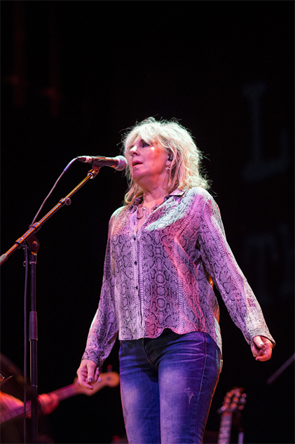 outlawcountrycruise lucinda-williams-17-16-02-300-72