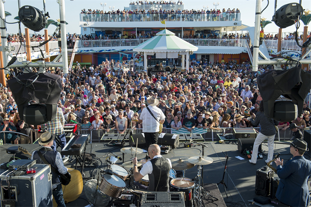 outlawcountrycruise the-mavericks-17-14-27-300-72