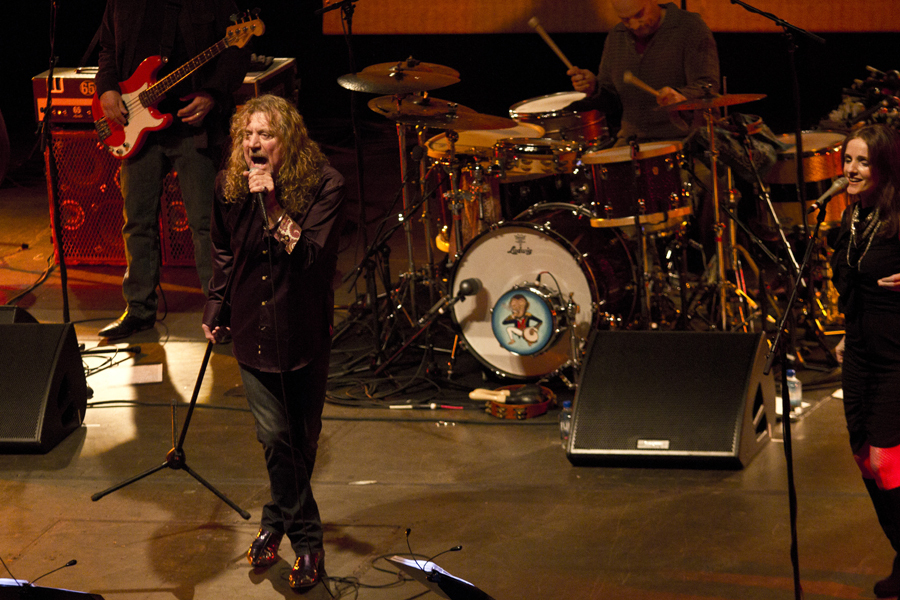 robert-plant-and-the-band-of-joynorth-mississippi-allstars photo_3059_0