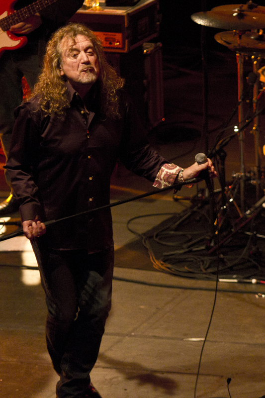 robert-plant-and-the-band-of-joynorth-mississippi-allstars photo_3063_0-2