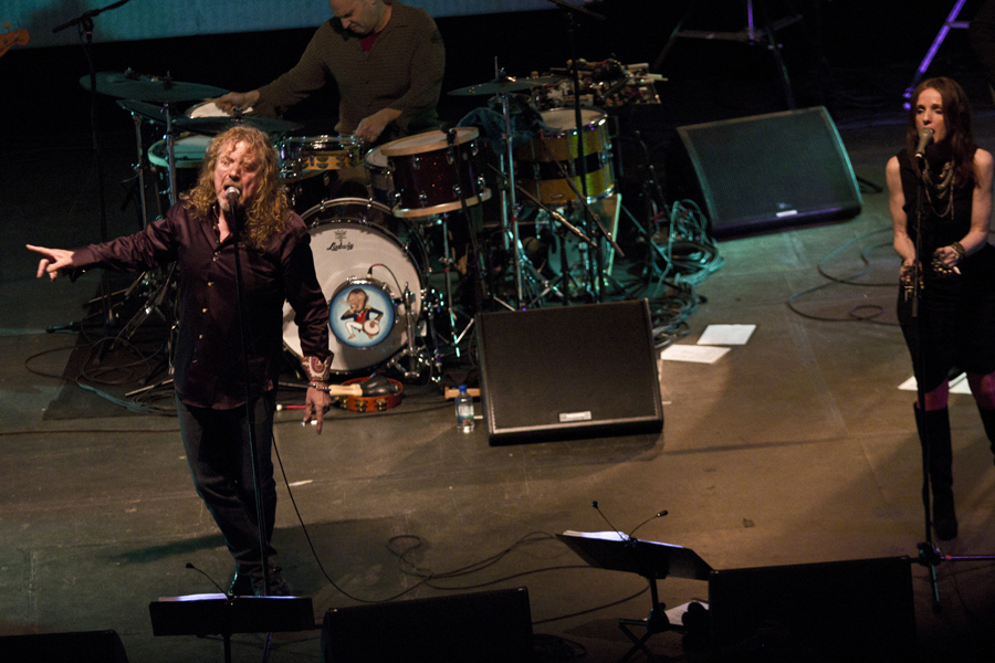 robert-plant-and-the-band-of-joynorth-mississippi-allstars photo_3063_0-3