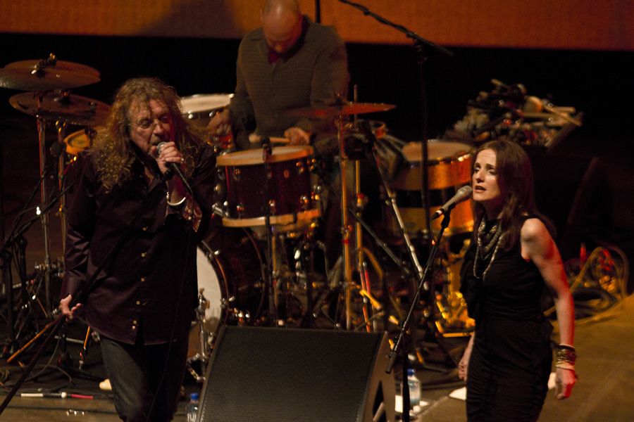 robert-plant-and-the-band-of-joynorth-mississippi-allstars photo_3063_0-4