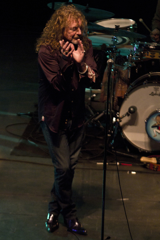 robert-plant-and-the-band-of-joynorth-mississippi-allstars photo_3064_0-2