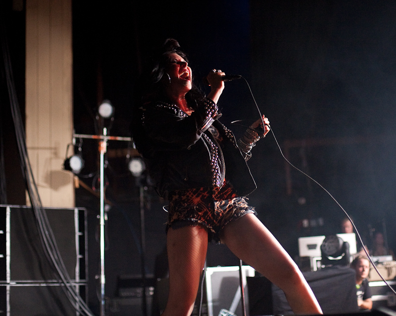 sleigh-bells-hot-chip photo_26065_0-14