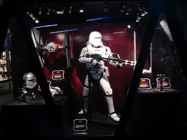 star-wars-launch-bay season-of-the-force-15