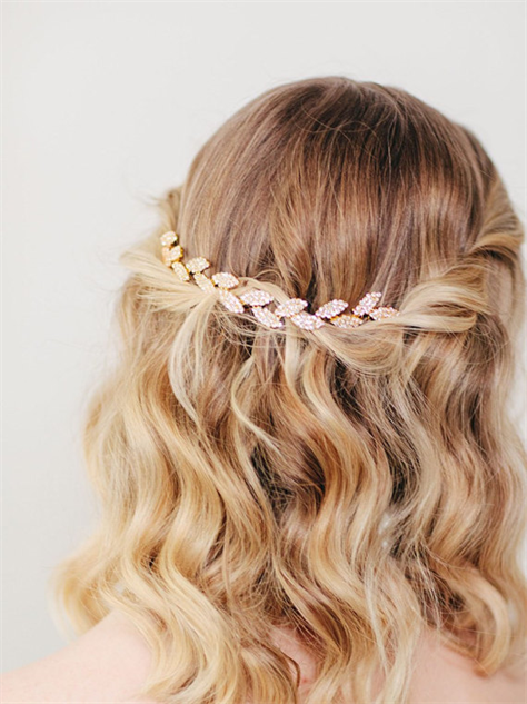 Accessory For Hair: Hair Accessories That'll Look Great With Beachy Waves