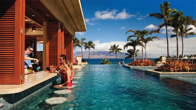 swim-up-bars four-seasons-resort-maui
