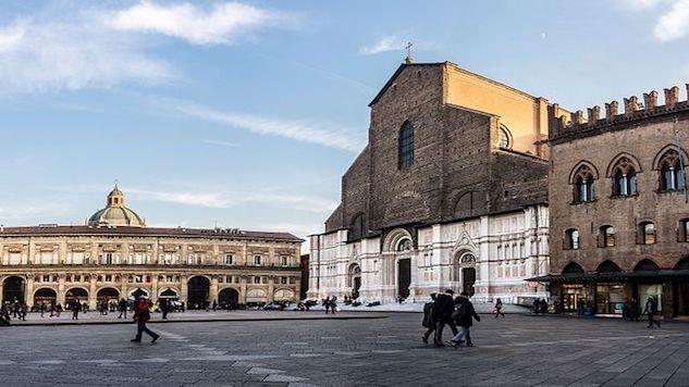 take-5-bologna --piazza-maggiore---bologna--