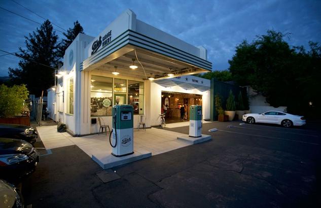 tank-garage tank-night