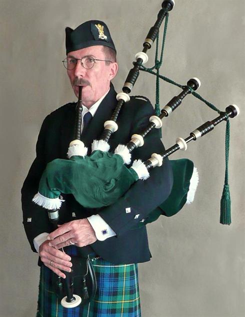 trump-chin-battle bagpipe