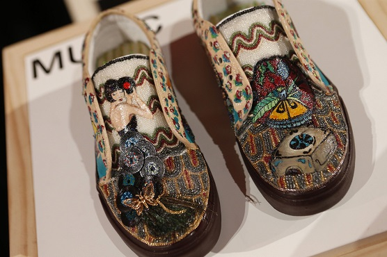 6d99e5a614fc93 Check Out These Kicks  Students Decorate Vans Shoes for Customer ...