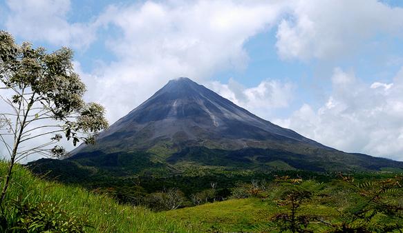 volcanoes arenal-volcano-costa-rica
