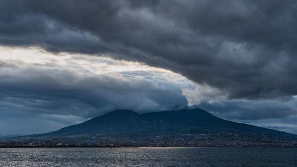 volcanoes mount-vesuvius-italy
