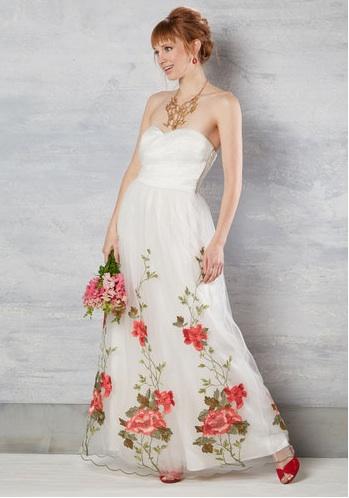 white-wedding-dresses banquet