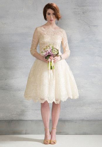 white-wedding-dresses glided