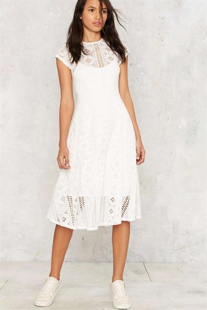 white-wedding-dresses lily
