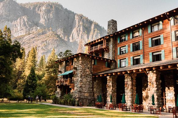 winter-lodges majestic-yosemite-hotel