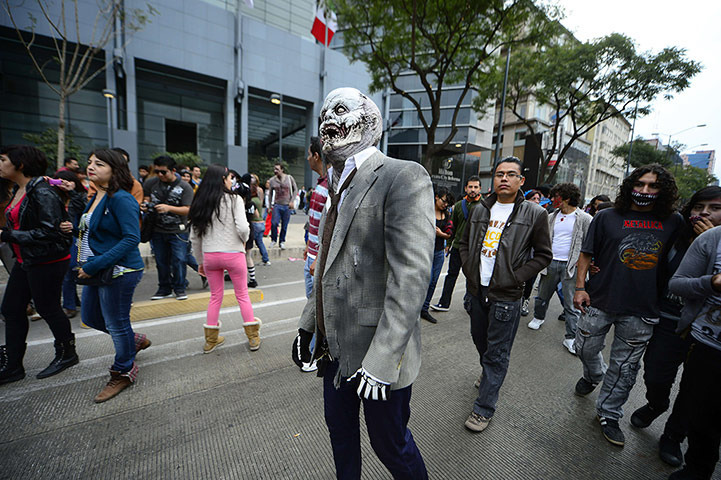 Mexico City Attempts to Break Record for Largest Zombie Walk