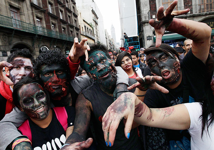 zombie-walk-mexico photo_15010_0-2